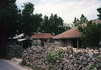 名石部落の民家