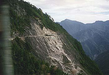 中部横貫公路の断崖