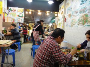 堂泰海鮮菜館の店内