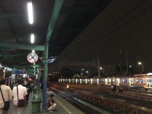 マンガライ駅構内