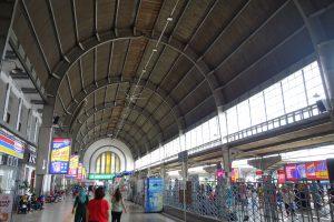 コタ駅のコンコース